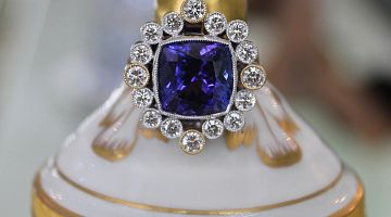 Tanzanite - 7.67ct Fine Blue Ring