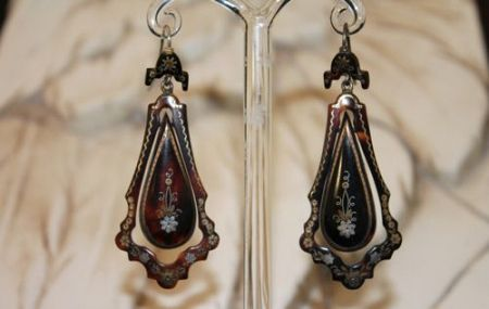 Articulated Pique Drop Earrings