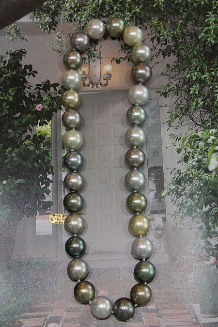 Round Peacock Tahitian Pearl Necklace