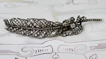 'En Tremblant' French Feather Diamond Pin Brooch