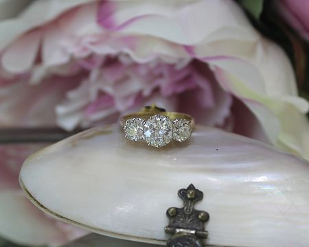 18ct Y/G Antique Trilogy Ring