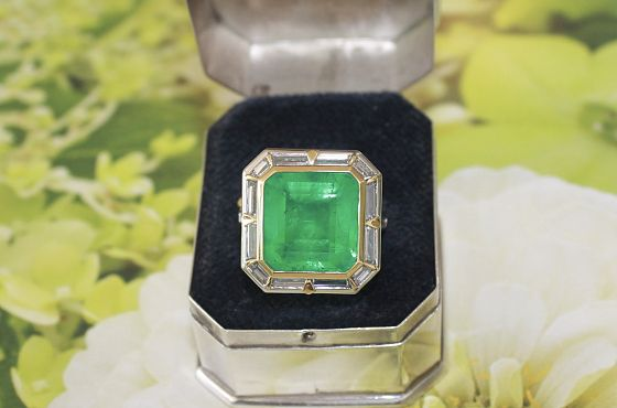 Columbian 9.96ct Emerald & Baguette RIng